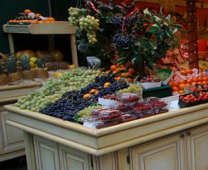 Latinos like to buy local produce