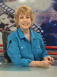 Maxine Woodside, host, Todo Para la Mujer